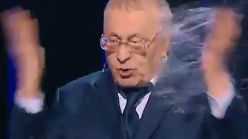 Как Ксения Собчак остудила Владимира Жириновского стаканом воды
