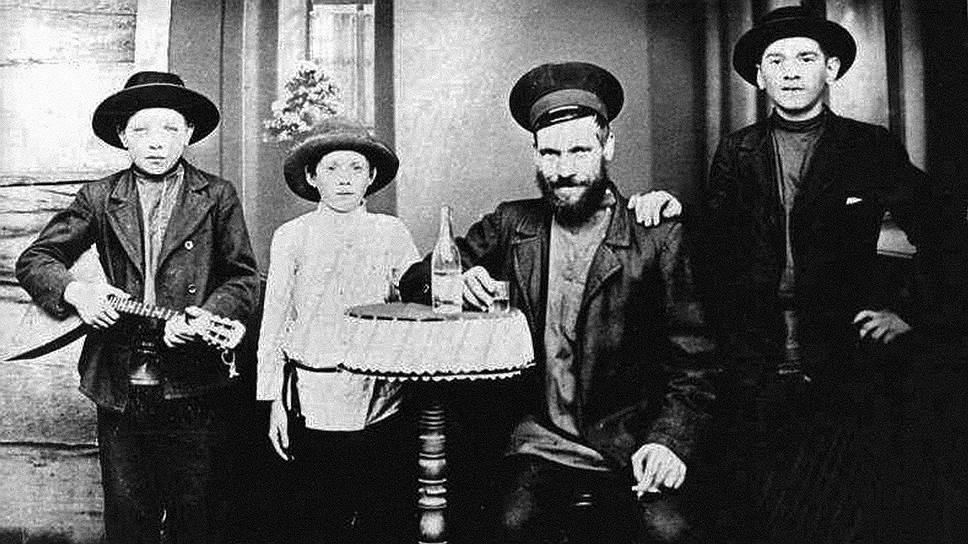 Первые переселенцы из России привезли в Америку свой любимый напиток