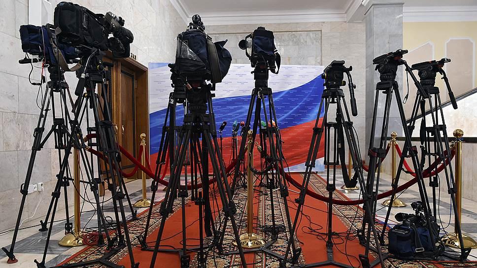 В каком формате проходили теледебаты кандидатов без Владимира Путина