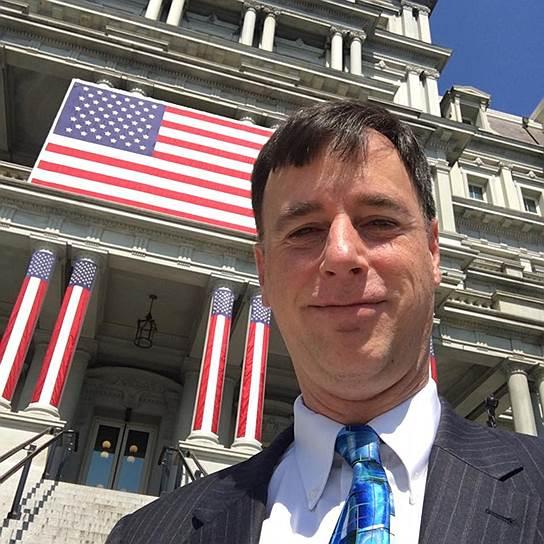 17 апреля 2018 года решил уйти со своего поста координатор Белого дома по вопросам кибербезопасности Роб Джойс. Господин Джойс вернулся в Агентство национальной безопасности США