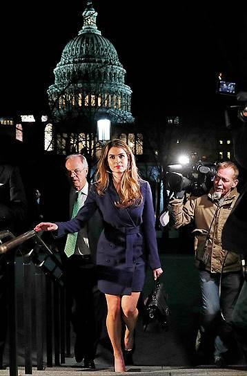 28 февраля 2018 года об уходе заявила помощник президента по коммуникациям Хоп Хикс. Ее обвинили во лжи в оправдание Дональда Трампа
