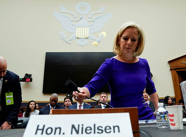 8 апреля 2019 года прошение об отставке подала возглавлявшая министерство внутренней безопасности США Кирстен Нильсен. По данным американских СМИ, ее уход связан с реорганизацией ведомства, которую разработал советник Дональда Трампа Стивен Миллер