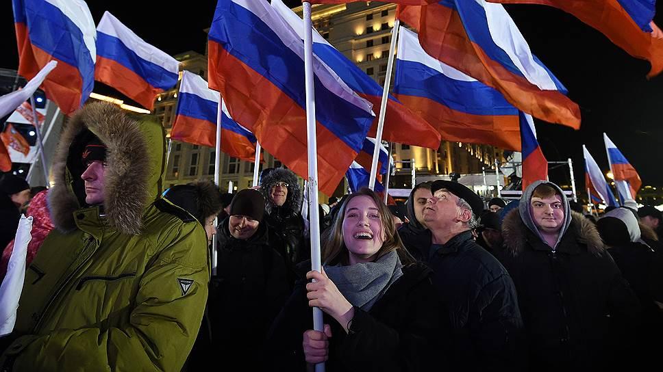 Участники  митинга-концерта «Россия. Севастополь. Крым»