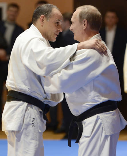 8 января 2016 года паспорт гражданина РФ был вручен Эцио Гамбе, итальянскому дзюдоисту, главному тренеру сборной России по дзюдо