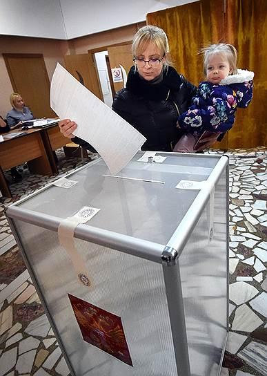 Голосование на избирательном участке в посольстве России в Румынии