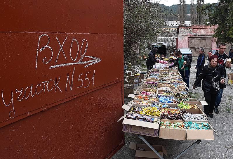 Торговля у избирательного участка № 551 в Бахчисарае