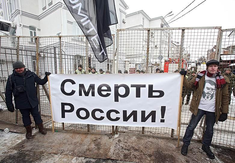 Акция протеста у посольства России в Киеве против выборов президента России