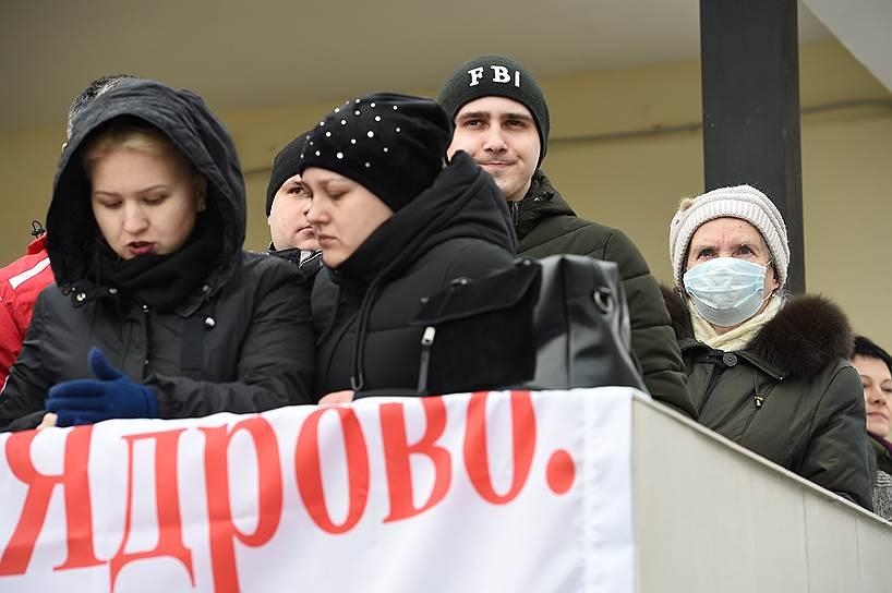 Митинг у здания Центральной районной больницы в Волоколамске