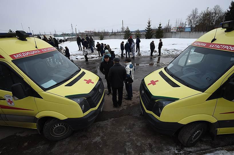 Жители Волоколамского района, вышедшие на митинг в связи с массовым отравлением школьников