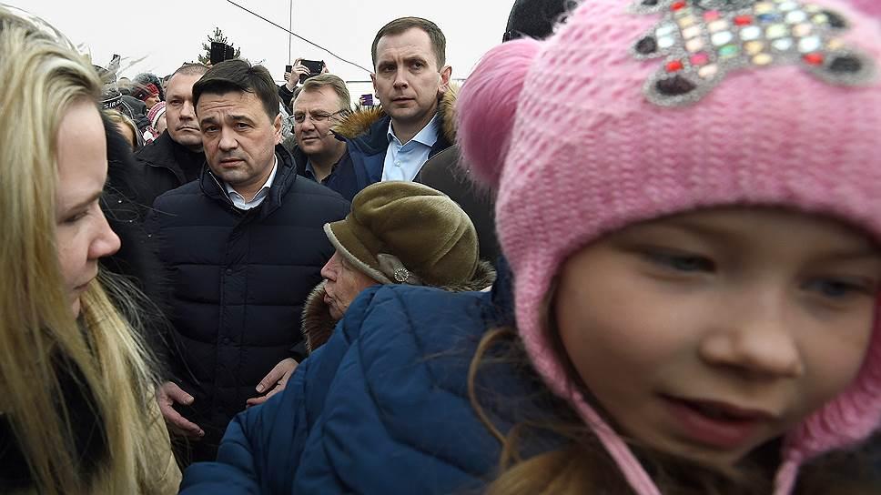 Губернатор Московской области Андрей Воробьев (слева)