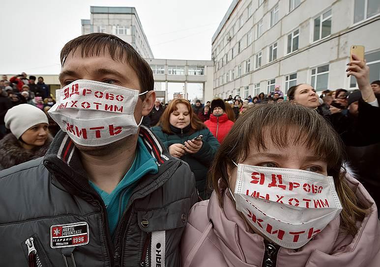 Стихийный митинг возле Центральной районной больницы в Волоколамске