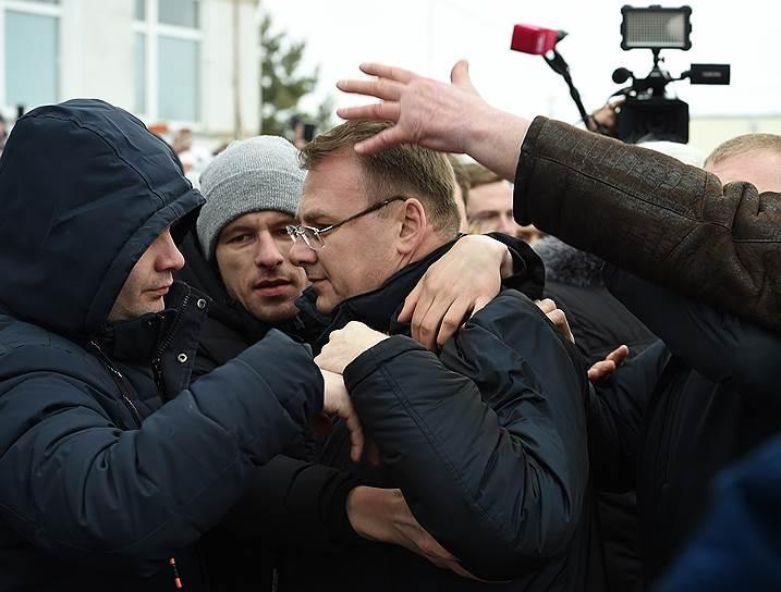 Глава Волоколамского района Евгений Гаврилов (в центре)