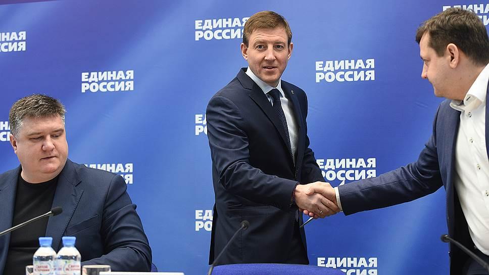 Секретарь генсовета «Единой России» Андрей Турчак (в центре)