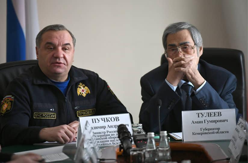 На фото: министр по чрезвычайным ситуациям Владимир Пучков (слева) и губернатор Кузбасса Аман Тулеев во время брифинга. 1 апреля 2018 года господин Тулеев подал в отставку. В мае того же года господин Пучков потерял пост министра