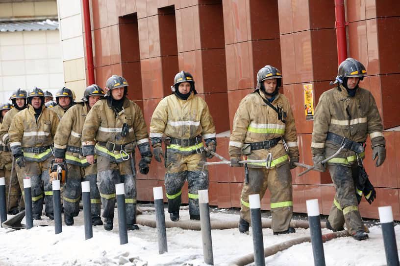 27 марта в МЧС сообщали, что пожарные узнали о возгорании в торговом центре слишком поздно. Когда они прибыли на место, уже горели три кинозала и контактный зоопарк
