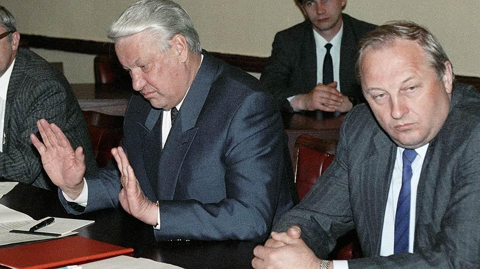 Провозглашенная губернатором Свердловской области Эдуардом Росселем (на фото справа) в 1993 году Уральская республика просуществовала лишь несколько месяцев