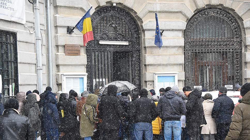Число граждан Молдавии, желающих получить румынский паспорт, не иссякает