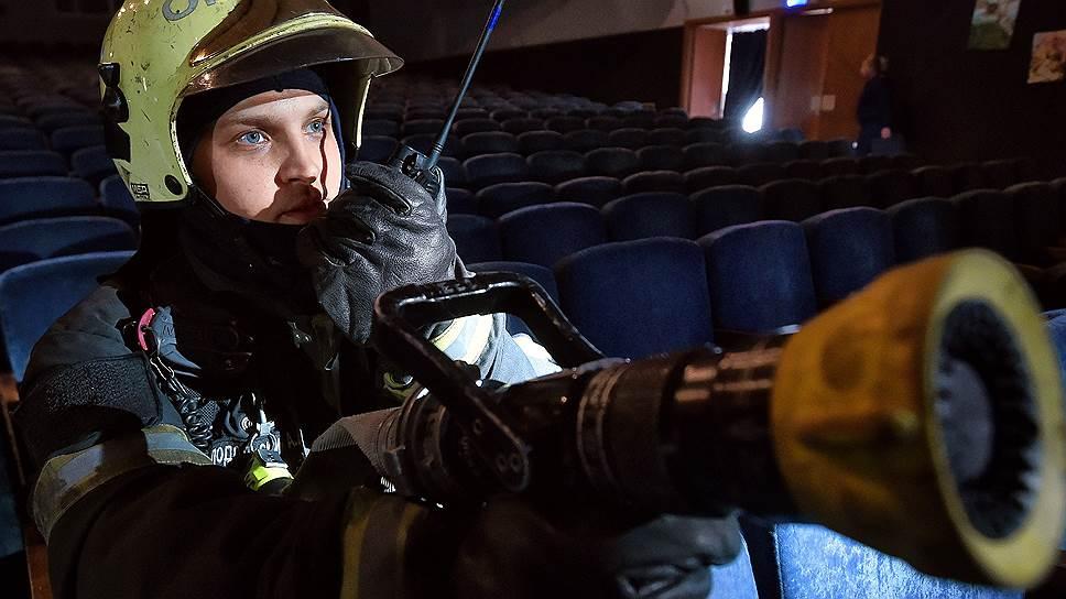 Как после пожара в Кемерово в регионах проверяют торговые центры и другие места массового посещения