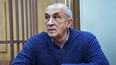 Экс-главе Удмуртии разрешили домашнее чтение // СКР завершил расследование в отношении Александра Соловьева