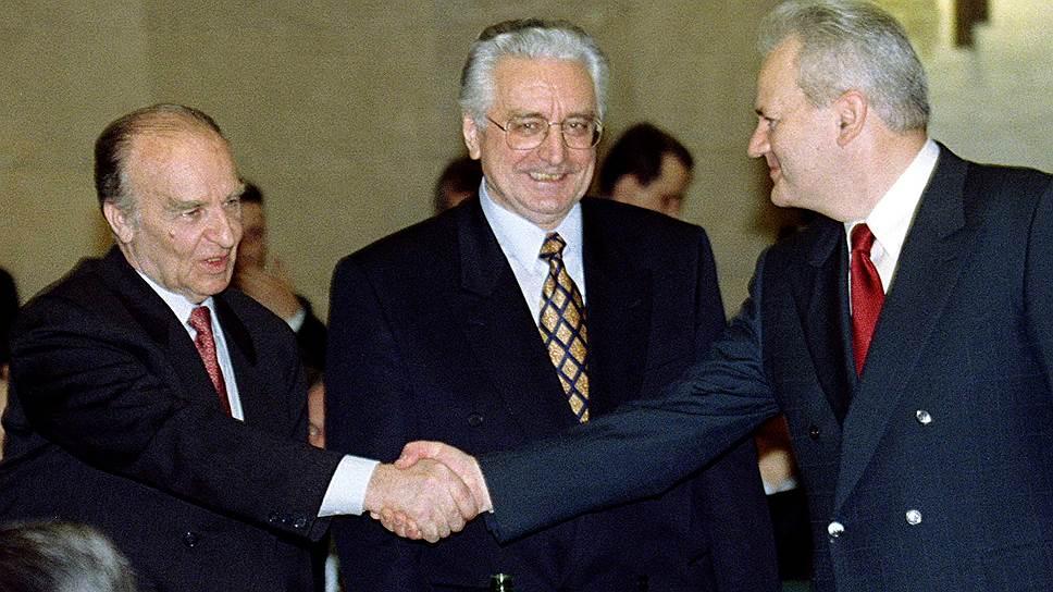 Особое внимание в опубликованной переписке уделяется проблеме Югославии  На фото: лидеры Боснии, Хорватии и Сербии Алия Изетбегович (слева), Франьо Туджман (в центре) и Слободан Милошевич на трехсторонних переговорах в Риме в 1996 году