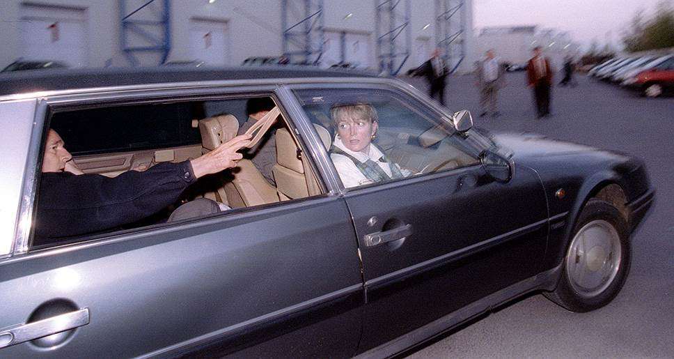 Дочь Жака Ширака Клод Ширак была одним из главных консультантов его предвыборных кампаний (на фото — в автомобиле вместе с отцом в ходе кампании 1995 года). Этот пример был использован в России в 1996 году, когда дочь Бориса Ельцина Татьяна Дьяченко стала одним из руководителей его предвыборного штаба