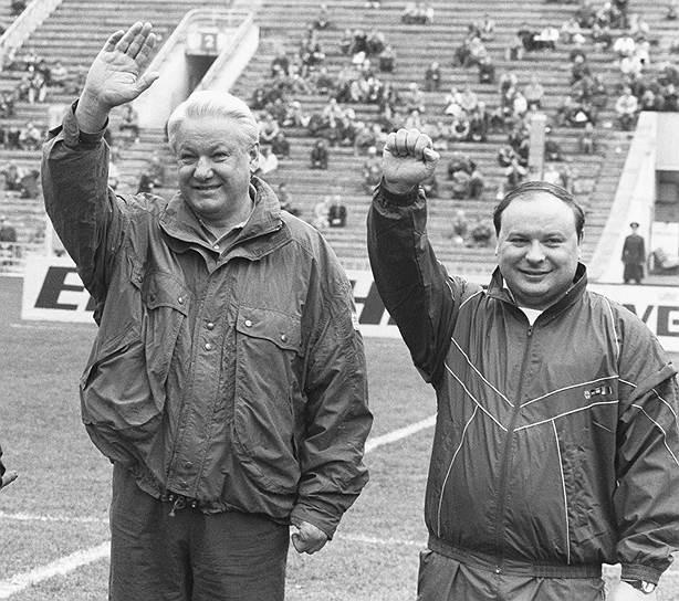 Борис Ельцин с первым зампредседателя правительства Егором Гайдаром
