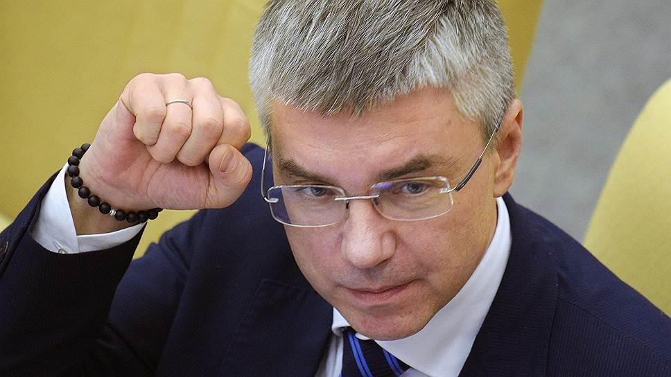 Член комитета ГД России по информационной политике, информационным технологиям и связи Евгений Ревенко