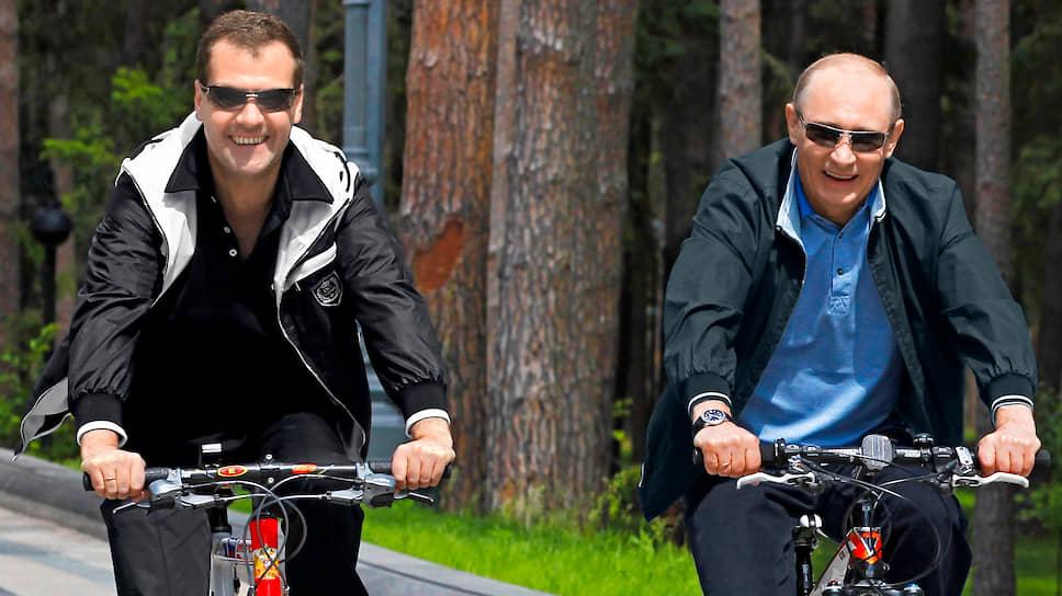 Московская область, Россия. Зампред Совета безопасности Дмитрий Медведев (слева) и президент России Владимир Путин