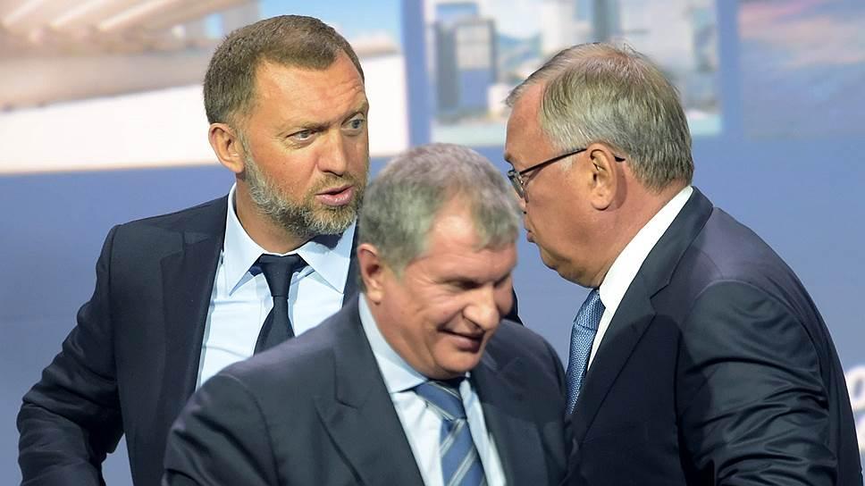 Слева направо: бизнесмены Олег Дерипаска, Игорь Сечин (входит в список «нежелательных лиц» с 28 апреля 2014 года) и Андрей Костин