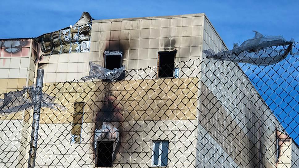 Обвиняемых в массовой гибели людей при пожаре в Кемерово оставили под стражей