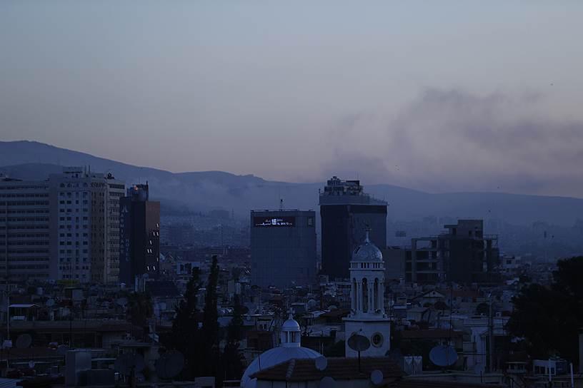 Дым над Дамаском после ракетных ударов