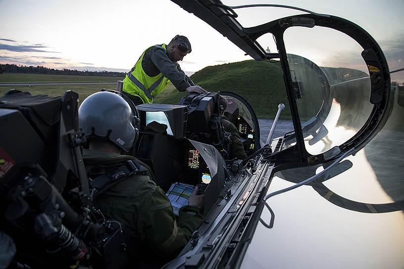 Французский истребитель Dassault Rafale готовится к авиаударам в Сирии