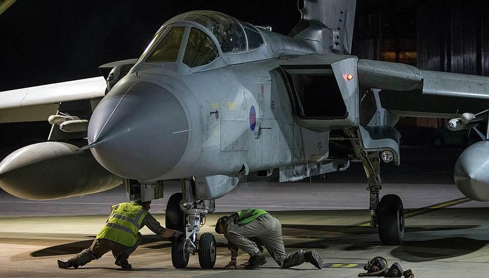 Самолет ВВС Великобритании на военной базе на Кипре после атаки