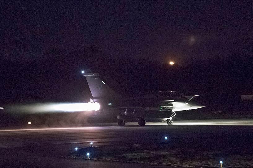 Французский истребитель готовится к авиаудару по территории Сирии