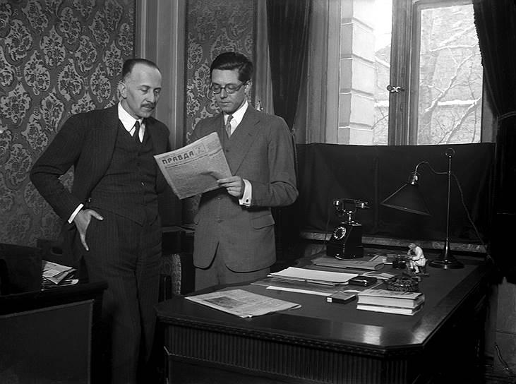 Иностранным правительственным чиновникам и дипломатам оставалось только гадать, сколько в «Правде» реальной информации и сколько дезинформации (на фото — сотрудники германского посольства в Москве, 1933 год)