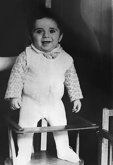 «В мои школьные годы заняться чем-то всерьез было гораздо проще: у ребенка, особенно в Советском Союзе, не было стольких соблазнов»<br>Гарри Кимович Каспаров (до 1975 года — Вайнштейн) родился в Баку (Азербайджан) 13 апреля 1963 года в семье инженеров и музыкантов. Любовь к шахматам будущему гроссмейстеру привили родители, также увлеченные этой игрой