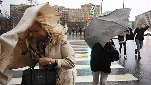 «Штормы огромной силы становятся для Москвы обычным явлением» // Сорванные ураганом крыши берутся восстановить за три дня