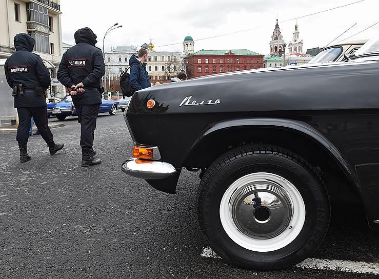 Автомобиль «Волга» перед стартом