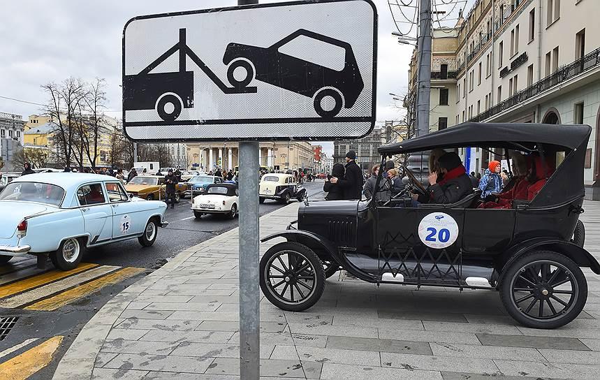 К автомобилям, созданным ранее 1949 года, здесь отношение особое, бережное. «Автоветераны» не участвуют в общем зачете