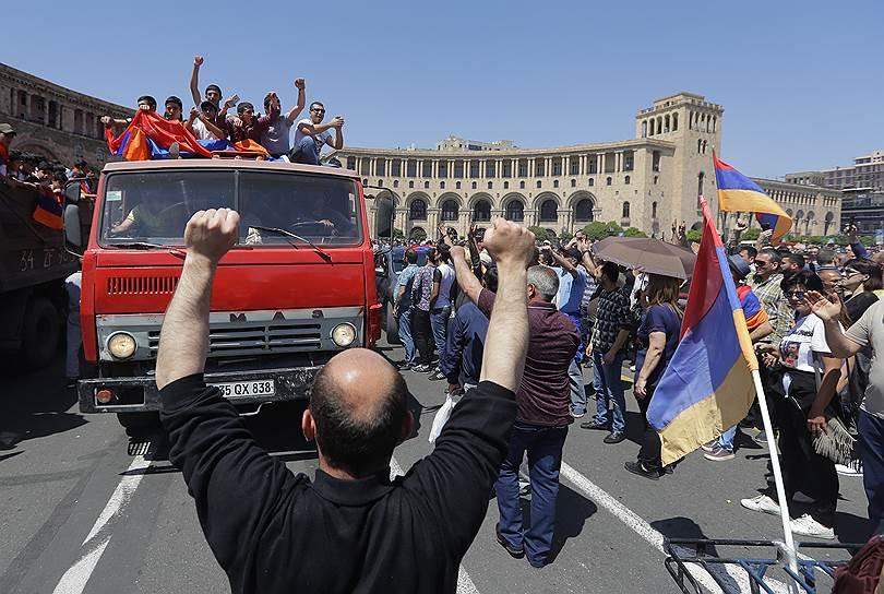 Протестующие на КАМазе