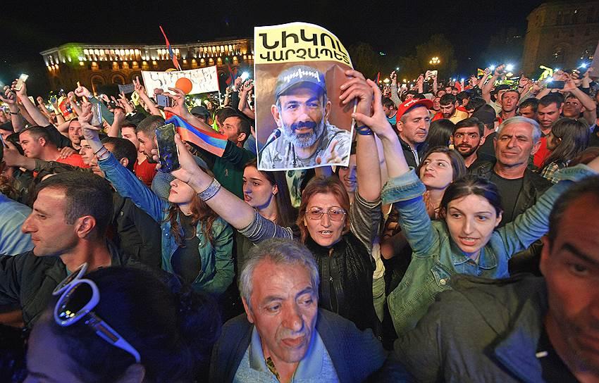 Митинг сторонников фракции «Елк» Никола Пашиняна на центральной площади Еревана