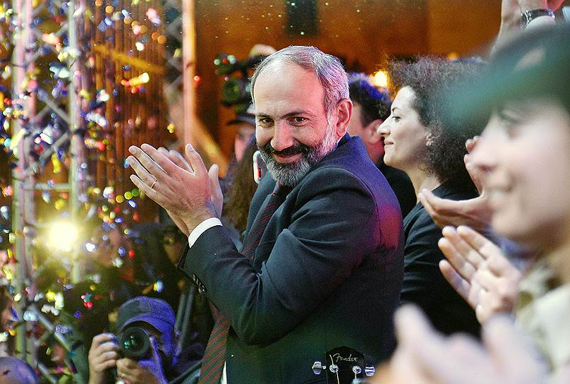 Лидер оппозиционного движения «Елк» Никол Пашинян во время митинга