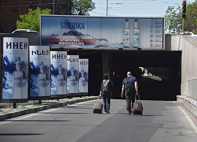 В Армении остановлена работа метрополитена, железной дороги и правительственных учреждений