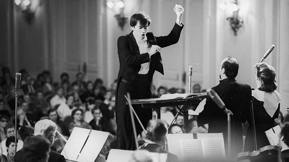 Валерий Гергиев родился 2 мая 1953 года в Москве. В 1977 году окончил Ленинградскую консерваторию по классу дирижирования, во время учебы победил на международном конкурсе дирижеров в Берлине и Всесоюзном конкурсе дирижеров в Москве