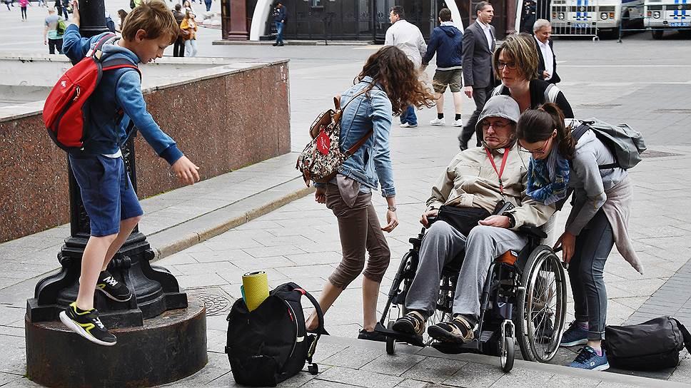 «Инвалидом делает не коляска, а лестница»