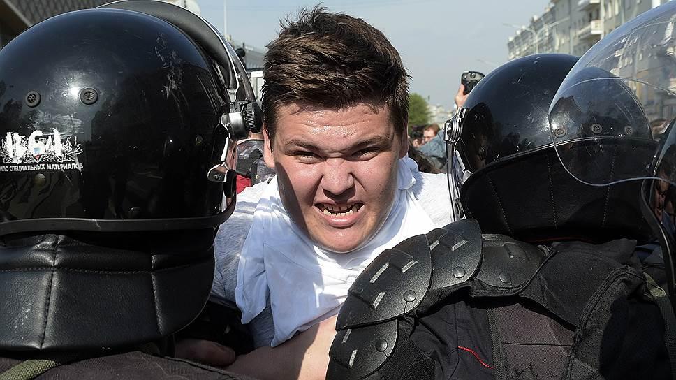 Как 5 мая задерживали протестующих в городах России