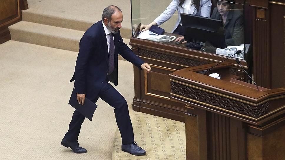 Как лидер протестного движения Никол Пашинян стал премьер-министром Армении