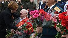 Россияне радуются в День Победы и считают его народным праздником