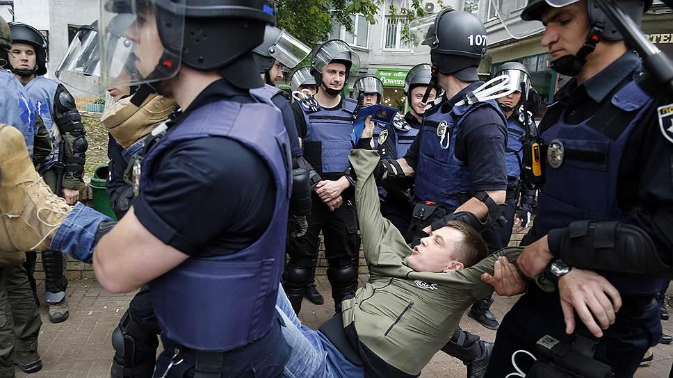 Как украинский телеканал грозили сжечь за слова о «фашистских преступниках»