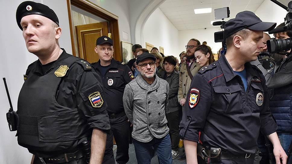 Как Алексея Малобродского увезли в больницу с заседания суда